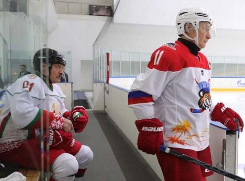 بازی هاکی روی یخ دوستانه دو تیم روسیه و بلاروس با حضور روسای جمهوری دو کشور در روسیه/ ایتارتاس