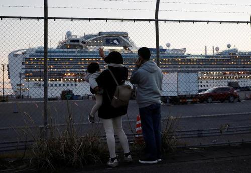 خانواده مسافران کشتی تفریحی در قرنطینه