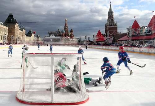 مسابقه هاکی روی یخ در پیست هاکی  میدان سرخ مسکو/ ایتارتاس