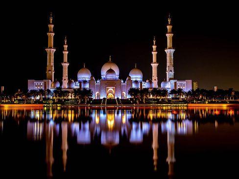 نمای شبانه از مسجد جامع ابوظبی/ گلف نیوز