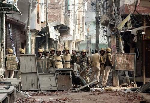 خشونتهای فرقهای در شهر دهلی هند بین هندوها و مسلمانان بر سر قانون جدید تابعیت هند/ رویترز و آسوشیتدپرس