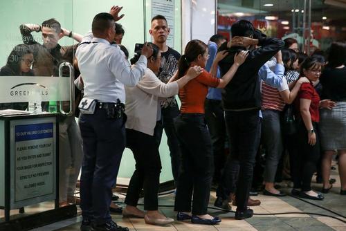 گروگانگیری دهها نفر در یک مرکز تجاری در شهر مانیل فیلیپین/ رویترز