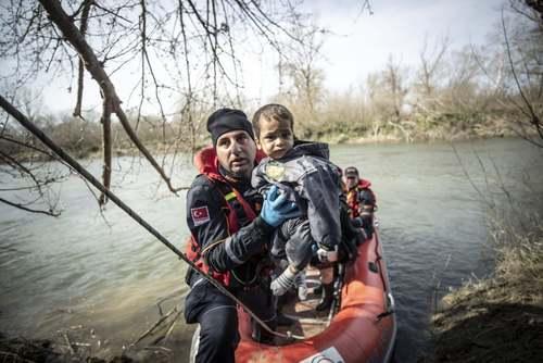 پناهجویان در مرز ترکیه و یونان/ خبرگزاری آناتولی و رویترز