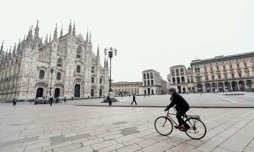 میادین مرکزی شهر میلان ایتالیا خالی و خلوت در پی اعلام وضعیت قرمز و قرنطینه تمامی ایتالیا از سوی دولت/ رویترز