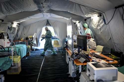 بیمارستان صحرایی برای بستری کردن بیماران کرونایی در محوطه بیمارستانی در شهر میلان ایتالیا/ آسوشیتدپرس