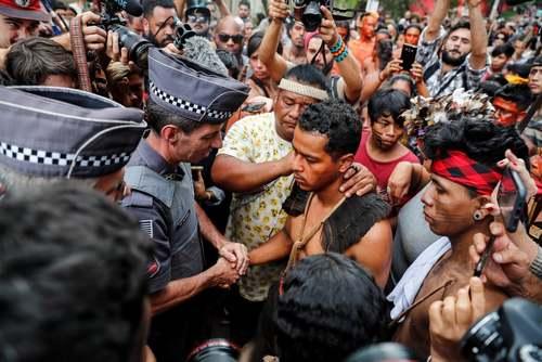 اعتراض بومیان برزیلی به ساخت و سازهای دولتی در اراضی آنها/ شهر سائوپائولو برزیل/ رویترز