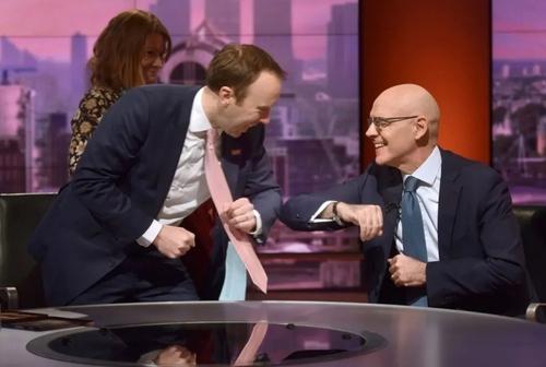 حضور وزیر بهداشت بریتانیا (فرد سمت چپ تصویر) و سفیر ایتالیا در لندن در یک برنامه شبکه بیبیسی درباره بررسی بحران کرونا در اروپا/ بیبیسی