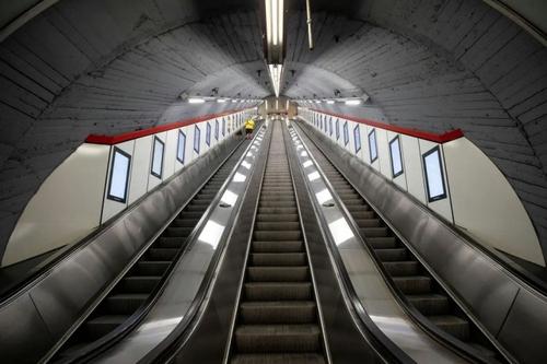 پله برقی ایستگاه مترویی در شهر وین اتریش/ رویترز