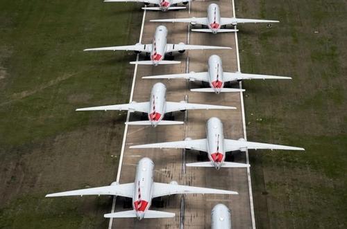 زمینگیر شدن هواپیماهای مسافربری شرکت هوایی