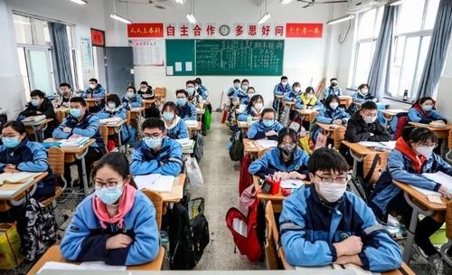 آغاز به کار دوباره مدارس در بخشهای قرنطینه چین تحت تدابیر شدید بهداشتی و رعایت اصل فاصلهگذاری/ خبرگزاری فرانسه