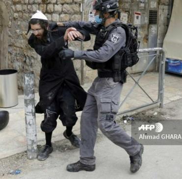 resized 1084957 530 درگیری با یهودیان افراطی اسرائیل بر سر مقررات کرونا (+عکس)