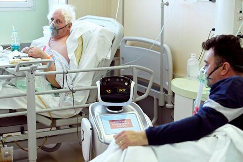 روبات کمک کادر درمانی در بیمارستان