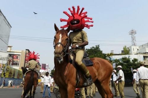 پلیس اسبسوار ویژه نظارت بر قرنطینه شهری در