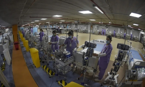 تجهیز پارکینگ بیمارستان نیروی دفاعی بحرین به عنوان بخش مراقبتهای ویژه بیماران بدحال کرونایی. این مکان ظرف مدت یک هفته تجهیز شده است./ خبرگزاری فرانسه