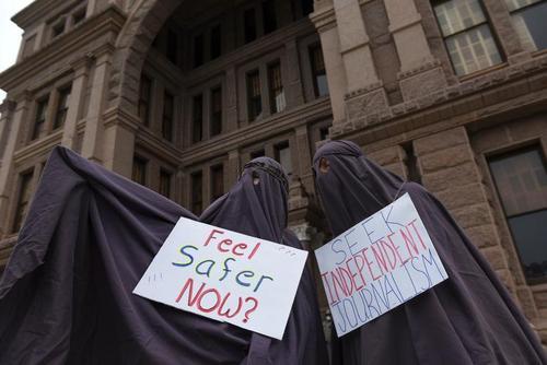 تظاهرات مخالفان قرنطینه در شهر