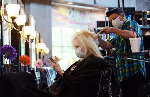 باز شدن آرایشگاهها در شهر