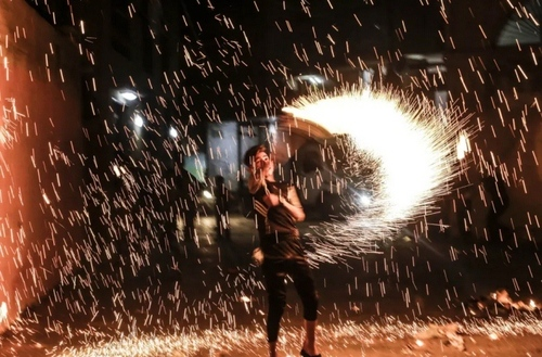 جشن و آتشبازی به مناسبت آغاز ماه رمضان در باریکه غزه/ زوما