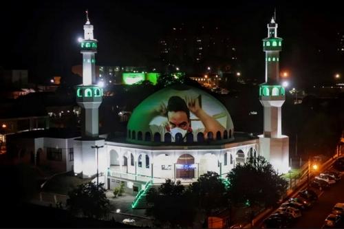 انداختن تصویر کادر درمانی روی گنبد مسجد جامع