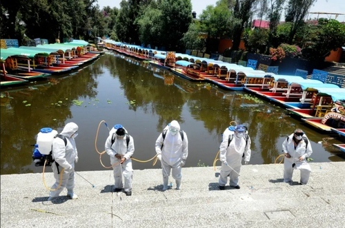 گندزُدایی یک مرکز تفریحی تعطیل در پایتخت مکزیک پیش از بازگشایی/ گتی ایمجز