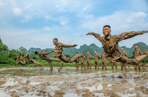 تمرینات بدنی ارتش چین/ گتی ایمجز