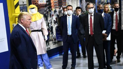 ترامپ در بازدید از کارگاه تولید