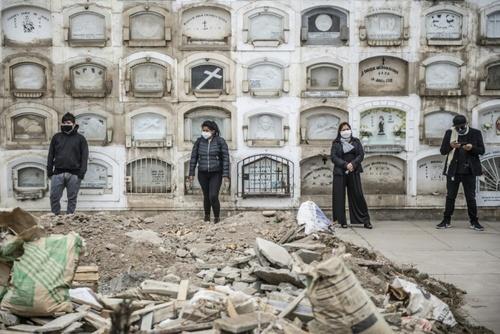 تدفین فوتیهای کرونا در گورستان شهر