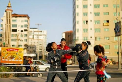 تمرین بوکس ورزشکاران غزهای در محیط باز به جای محیط بسته باشگاه از بیم شیوع ویروس کرونا/ رویترز