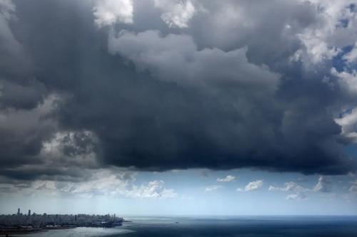 ابرهای توفانی بر فراز شهر بیروت لبنان/ خبرگزاری فرانسه
