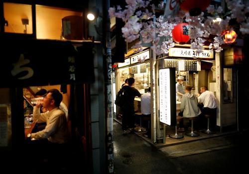 آغاز به کار دوباره بارهای شبانه شهر توکیو ژاپن/ رویترز