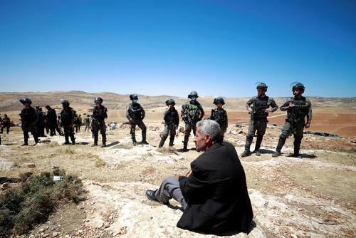 اعتراضات علیه شهرک سازیهای غیرقانونی اسراییل در کرانه باختری/ رویترز