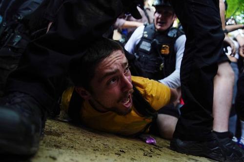 دستگیری برخی معترضان در جریان تظاهرات علیه قتل