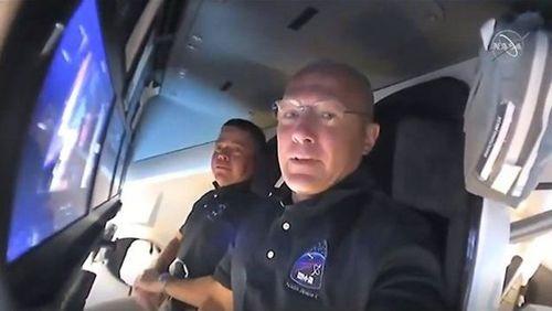 دو فضانورد آمریکایی در داخل کپسول دراگون/عکس:ناسا