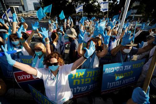 تظاهرات گروهی از جنبش زنان اسراییلی در تلآویو علیه تصمیم دولت نتانیاهو به ضمیمه کردن اراضی اشغالی فلسطین در کرانه باختری به اسراییل/ رویترز