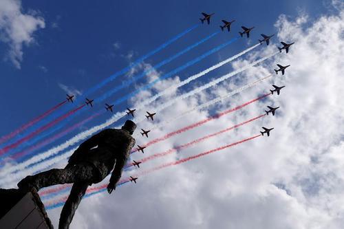نمایش هوایی مشترک جتهای فرانسوی و بریتانیایی به مناسبت هشتادمین سالگرد اتحاد این دو کشورعلیه آلمان نازی/ مجسمه