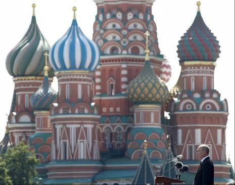 سخنرانی پوتین در مراسم رژه نظامی به مناسبت هفتادوپنجمین سالگرد پیروزی شوروی بر آلمان نازی در جنگ دوم جهانی/ میدان سرخ مسکو/ ایتارتاس