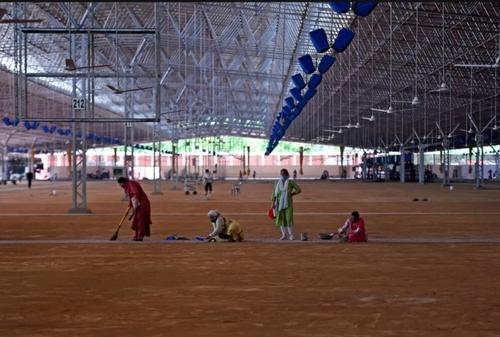 آماده سازی یک مرکز 10 هزار تختخوابی از سوی یک خیریه برای بستری و مراقبت از بیماران کرونایی در شهر دهلی هندوستان/ خبرگزاری فرانسه