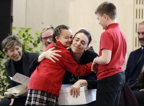 نخست وزیر نیوزیلند در مراسم افتتاح یک مدرسه آسیبدیده از زلزله 9 سال پیش در شهر