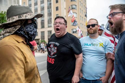 تظاهرات علیه اجباری شدن ماسک در شهر