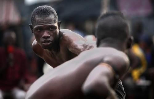 مسابقات مُشت زنی سنتی در شهر