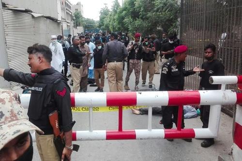 حمله تروریستی به بازار بورس در شهر کراچی پاکستان/ خبرگزاری فرانسه