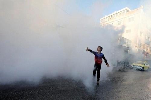 ضدعفونی کردن خیابان در شهر