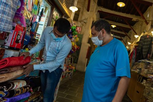 قطر در چهارمین فاز بازگشایی اجازه باز شدن برخی از  فروشگاهها در فضای بسته را صادر کرد/ عکس: الجزیره