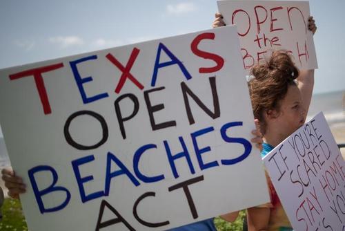 ساکنان محلی به قواعد و محدودیتهای بسته بودن سواحل در تگزاس به دلیل شیوع کرونا اعتراض کردند/ رویترز