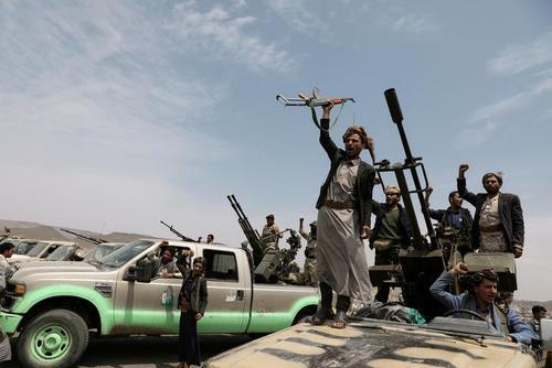 گردهمایی شبهنظامیان انصارالله (حوثیها) در شهر صنعا یمن/ رویترز