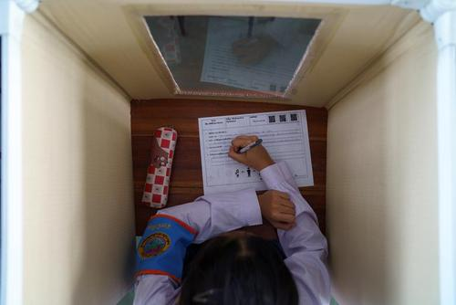 نمایی از داخل محفظه ایمنی دانشآموزی در یک کلاس درس در شهر بانکوک تایلند/ رویترز