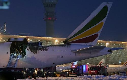 آتش گرفتن یک فروند هواپیمای باری خطوط هوایی اتیوپی در فرودگاه بینالمللی