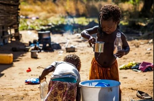 کمبود امکانات زیستی در اردوگاه آوارگان جنگی در شمال موزامبیک/ EPA