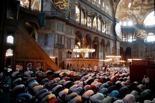 اقامه نخستین نماز جمعه در مسجد ایاصوفیه استانبول پس از 86 سال / رویترز