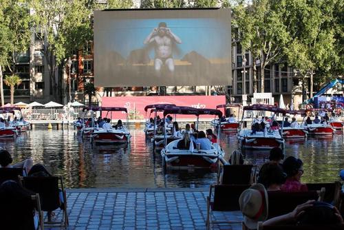 سینمای ساحلی در شهر پاریس/ رویترز