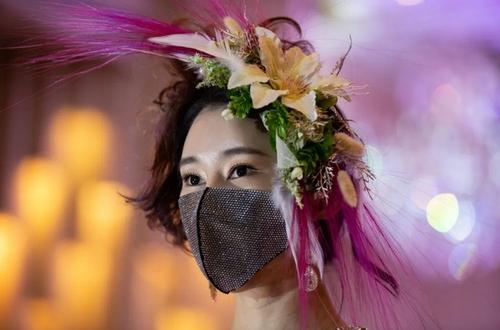 یک شو ماسک در شهر سئول کره جنوبی/ EPA